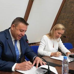 12 успели жени на Благоевград декларираха писмено подкрепата си за трети мандат д-р Камбитов