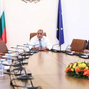 България се справя с епидемията, според здравния министър. Премиерът обаче, поиска връщане на брифингите