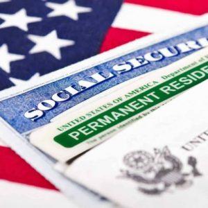 """В САЩ влизат в сила нови правила за издаване на """"зелена карта"""""""