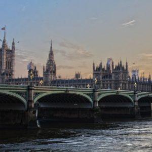 Великобритания обмисля край на карантината за българи и още 74 държави