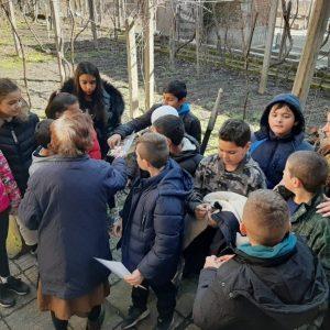 """Деца със """"златни сърца"""" с огромен човешки жест в Крупник"""