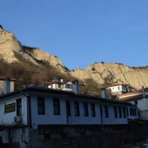 Започна рехабилитация на пътя за град Мелник