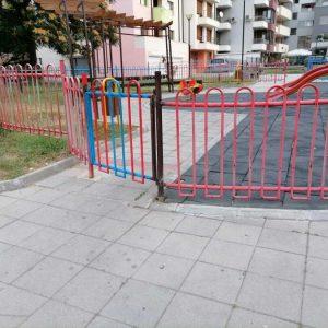 Изпочупената детска площадка в Благоевград вече е възстановена