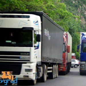 Източиха 400 литра дизел от ТИР край благоевградското село Зелен дол
