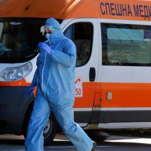 Коронавирус в България: никъде другаде в ЕС хора не издъхват на стълбите пред болница