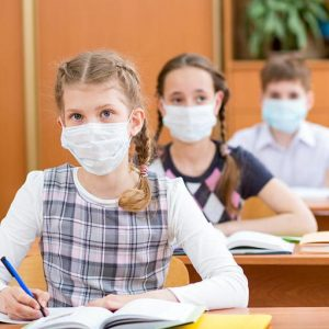 Маските стават задължителни в класните стаи