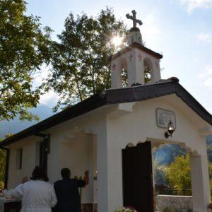 Миряни се събраха на свещено място край Брежани за празника на Свети Лука