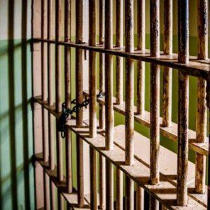 Обвиняемата за двойното убийство на малолетните си деца в Сандански остава в ареста