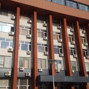 """Прокуратурата в Перник иска """"задържане под стража"""" за българин, обвинен за измами от френските власти"""