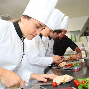 Ресторантьори до Бойко Борисов: Трябва да избираме дали да умрем от глад или от Ковид