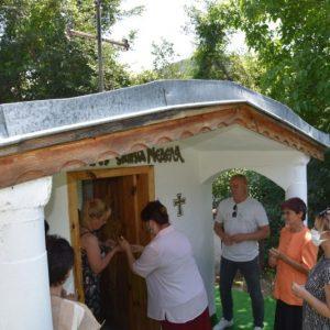 С курбан за вкъщи почетоха в аванс Света Неделя в планинското село Ракитна