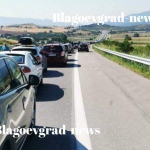 Седем километра е опашката от коли преди ГКПП-Кулата, сигнализират наши читатели