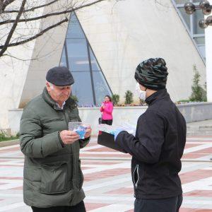 /СНИМКИ/ Фен клубът на ЦСКА –Youths Blagoevgrad раздаде 100 пакета с предпазни средства на възрастни хора