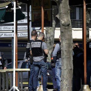 """Четирима ранени при нападение с нож на метри от бившата редакция на """"Шарли ебдо"""" в Париж"""