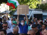 Хиляди на протест в центъра на София